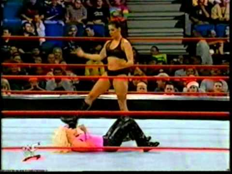 Dee Dee Venturi vs Mighty Molly (Dark Match)