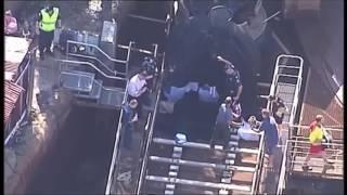 Четыре человека погибли во время катания на аттракционе в Австралии(Во время скоростного спуска по желобу с водой перевернулась вагонетка, в которой находились четыре человек..., 2016-10-25T10:58:06.000Z)