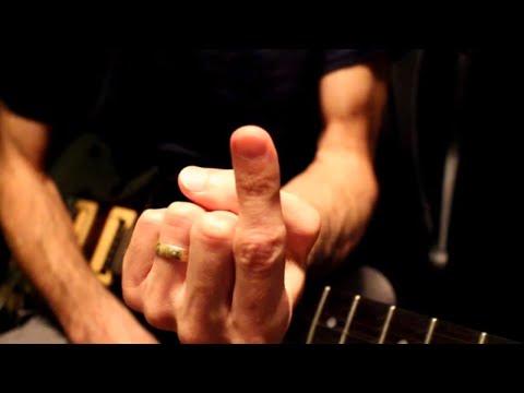 10 riff rock che puoi imparare alla chitarra suonando una sola corda con un solo dito