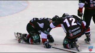 Галузин попадает шайбой в лицо Давыдову / Davydov leaves game after taking puck to the face