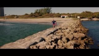 Baywatch: Los Vigilantes De La Playa   Clip Opening Scene
