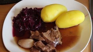 Dutch Oven Rehkeule in Portwein-Ahornsirup Sauce mit fruchtigem Portwein Rotkohl
