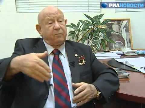 Leonov Admits Apollo 11 Was Partially Filmed In Hollywood. Captions