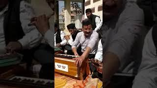 Sangeeta dhoundiya... holi ki masti geet gate huye apne ghr pe..singer Ajay joshi