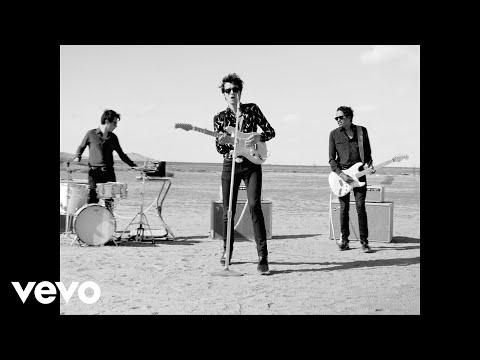 Radio Elvis - Au Loin Les Pyramides