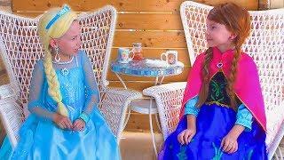 Alice jugando con PRINCESAS Frozen Elsa And Anna | Compilación historias para niños