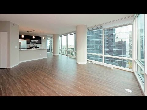 A 2-bedroom, 2-bath with a lake view at Streeterville