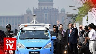 Dr M rides 5G-connected self-driving car