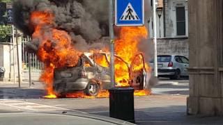 Parco Trotter Milano auto in fiamme di fronte alle scuole