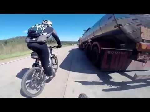 Descendo a serra de São Vicente a 85 por hora de Bike