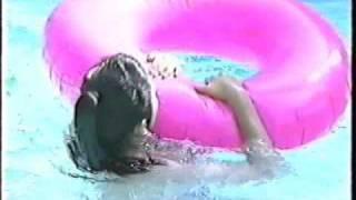 懐かしいグラビアアイドルの水中シーンです。