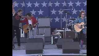 Bonnie Raitt & John Prine - Angel From Montgomery (Live at Farm Aid 1986)