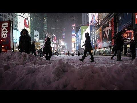 new york sotto la neve ma la grande bufera non c232 stata