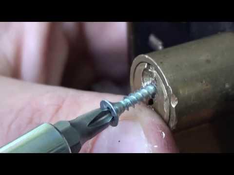 Смотреть Как вытащить сломаный ключ из замка. Открыть замок Часть вторая онлайн