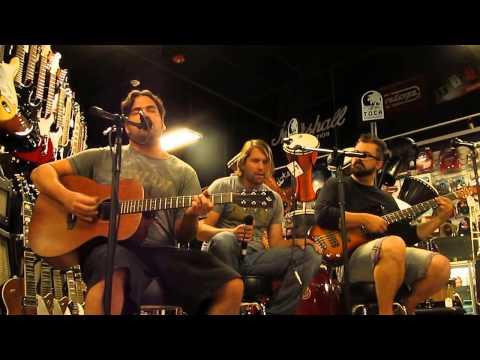 Aranda - Satisfied - [HD] Live acoustic set Inside The Music Corner in Pawn1