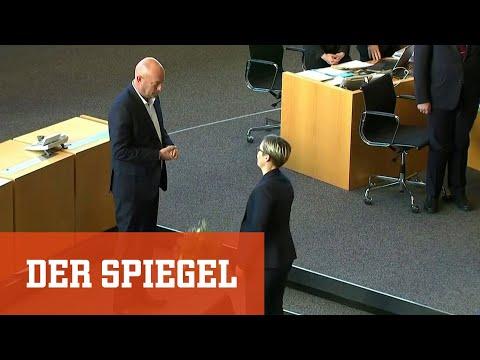 Thüringen: Linken-Chefin wirft neuem Ministerpräsident Blumen vor die Füße
