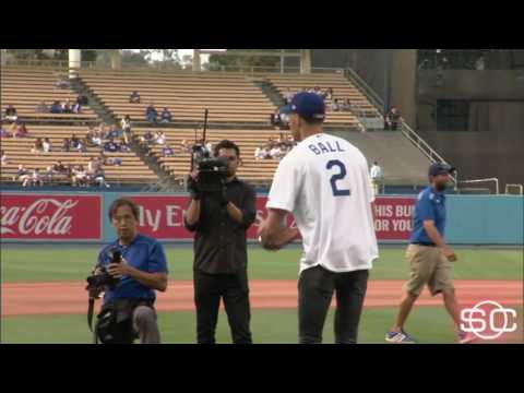 Download Youtube: Lonzo Ball tosses first pitch at Dodgers game