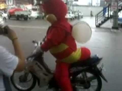 Jollibee Mascot Also Delivers..