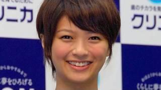 記事全文はこちら http://www.asahi.com/video/showbiz/TKY200908180300.html 女優の榮倉奈々さんが09年8月17日、東京都内で行われたライオンの歯磨き「 ...
