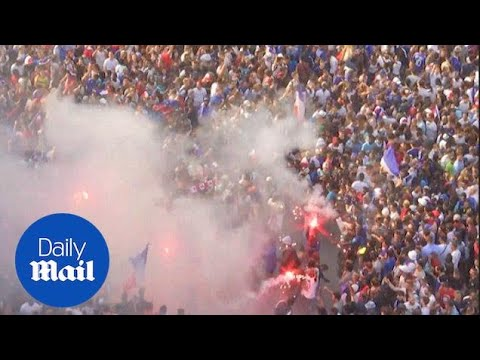 France fans light flares and celebrate after World Cup win - Daily Mail