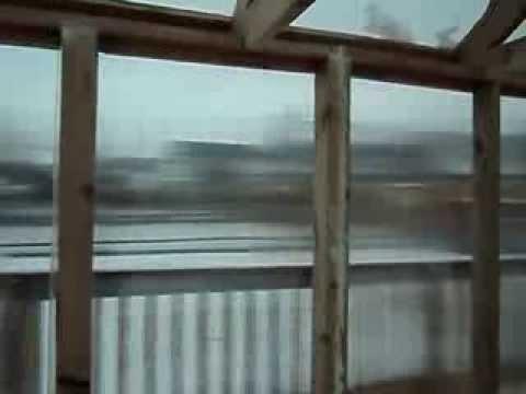 видео: теплица из поликарбоната на деревянном каркасе
