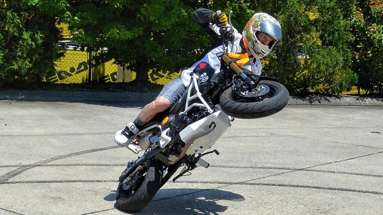 Honda Grom & CRF50 Stunts / Wheelies + Wipeout! - YouTube