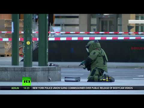 Bomb disposal police cordon off Berlin square following alert