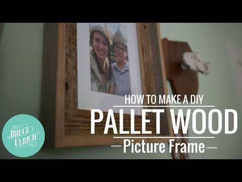 DIY Pallet Wood Picture Frame // HOW TO