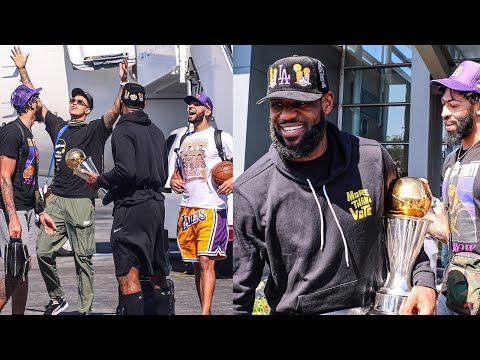 Lakers return to Los Angeles as NBA champions