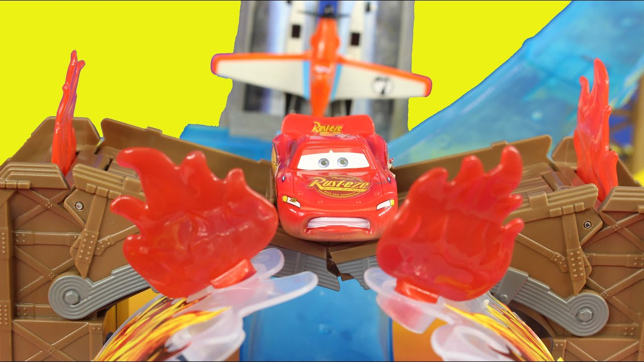 Disney Planes Pontoon Dusty Crophopper Waterfall Rescue Playset With Disney Pixar Lightning