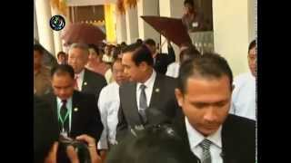 DVB - Thai PM greeted by protesters in Myanmar