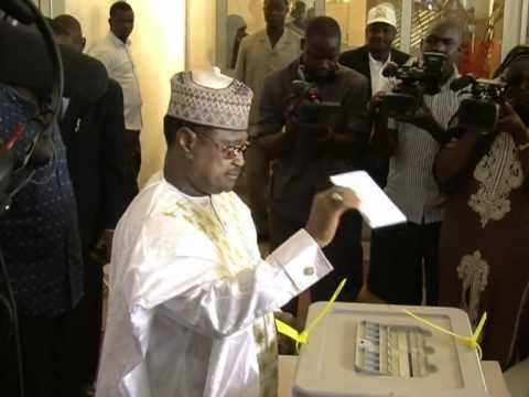Le Niger vote pour élire un président civil