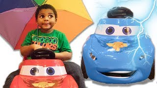LIGHTNING MCQUEEN CHANGE HIS COLOR! LEARN COLORS WITH BALL PIT SHOW AND UMBRELLAS