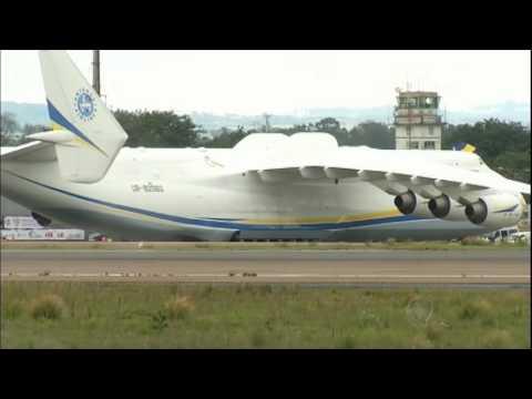 Aeronave russa: maior avião do mundo pousa em São Paulo
