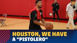 Luis Suárez, in the United States, shoots a bigger ball at a (much) smaller net