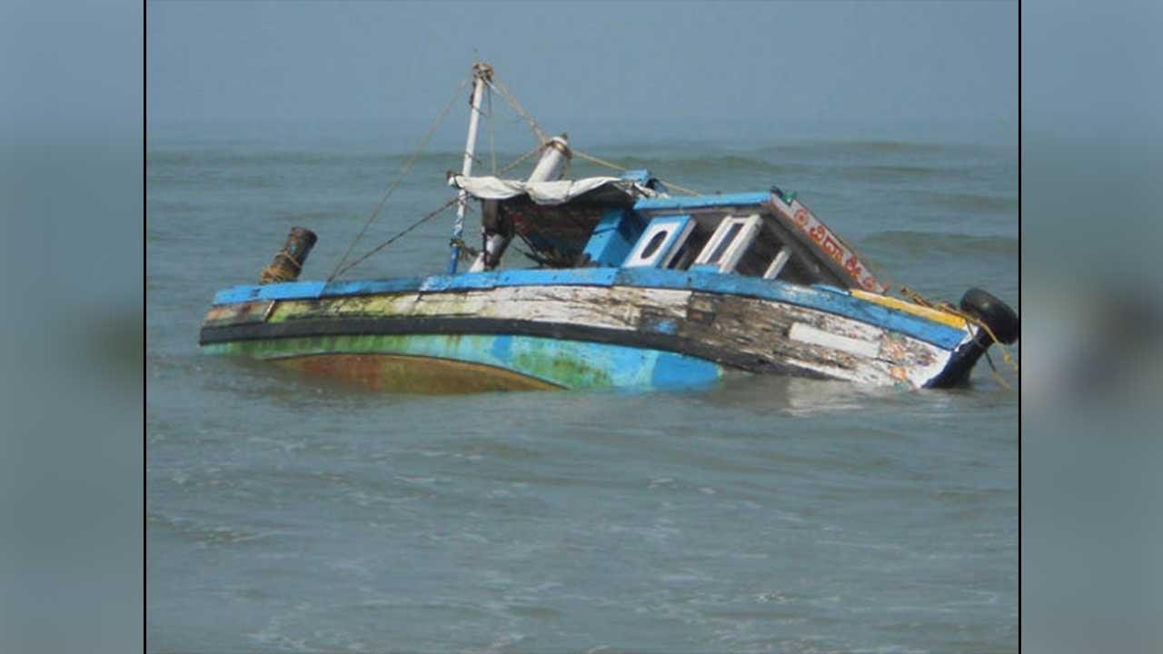 કચ્છ: જખૌ સમુદ્રમાં મધ દરિયે ડૂબી બે બોટ, 7 માછીમારોનો આબાદ બચાવ