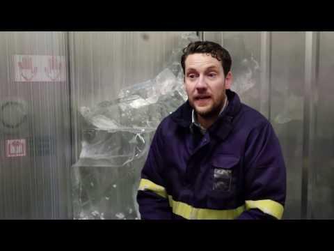 SHOWA 477 Waterproof Thermal Gloves Help Create Amazing Ice Sculptures
