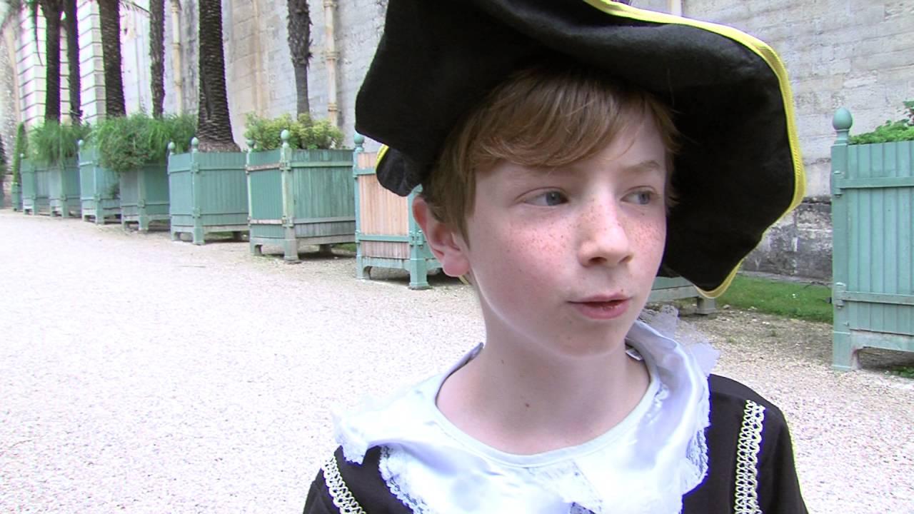 Versailles : jeunes princes et princesses au Château
