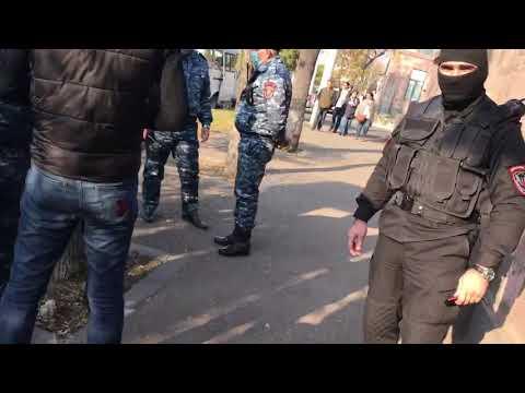 К зданию суда в Ереване, где судят Ашота Минасяна, стянули сотни полицейских. ИА Красная Весна