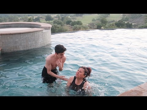 TEACHING MY MOM HOW TO SWIM!! (GONE WRONG) | FaZe Rug
