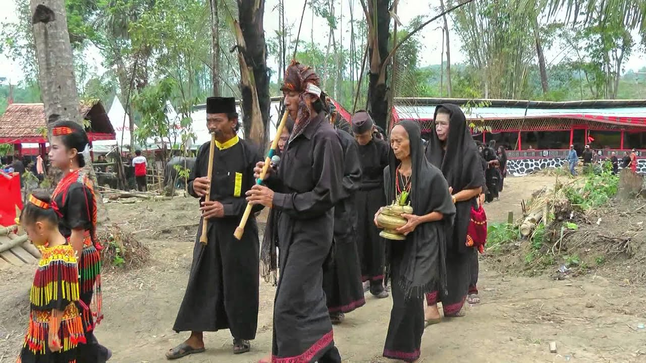 Indonesia Rituals Weddings And Funerals: INDONESIA: Tomate (funeral Ceremony) At Lemo, Sulawesi (HD