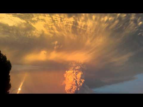 Calbuco Volcano Eruption - Erupción Volcan Calbuco RAW VIDEO