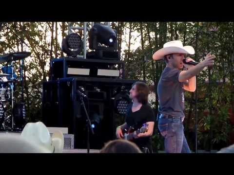 "Justin Moore comments on cancellations and sings ""Guns"" Live"