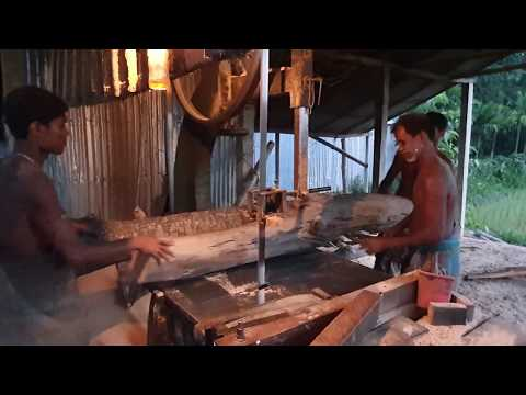 Night Shift Wood Cutting Stared at Low Light।Dangerous Law Light Night Wood Cutting।Night Shift Work