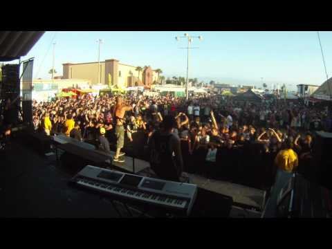 Winds of Plague Reloaded + Wall of Death War Warped Tour Ventura 7/3/11 Stage view