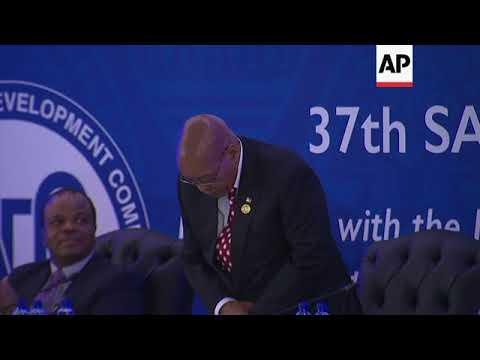 Zuma, Mugabe, among arrivals for SADC meeting in Pretoria