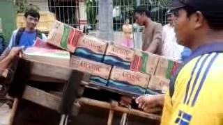 Heboh Bantuan Korban Banjir Jakarta 2013 di Muara Baru (2)