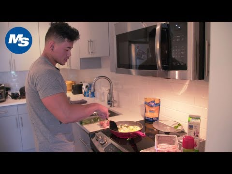 What Physique Pros Eat for Breakfast | Steven Cao's High Protein Egg Scramble