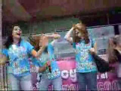 Hayleigh Lindsey and Callaghan singing karaoke
