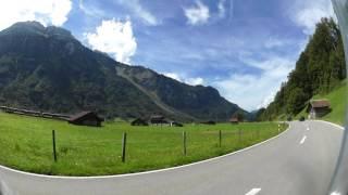 ブリエンツ湖周辺 スイス鉄道と併走